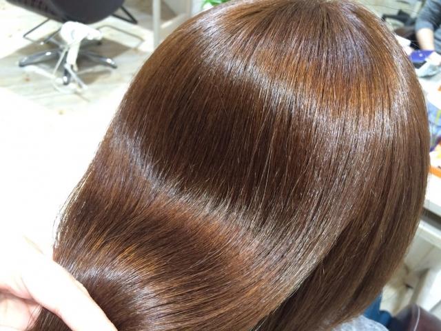 【Q&A】縮毛矯正したら髪にツヤが出るんですか?