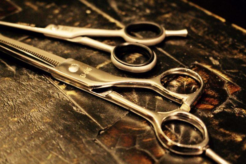 【QandA】片側だけ異常に枝毛と切れ毛が多いです。なぜでしょうか?