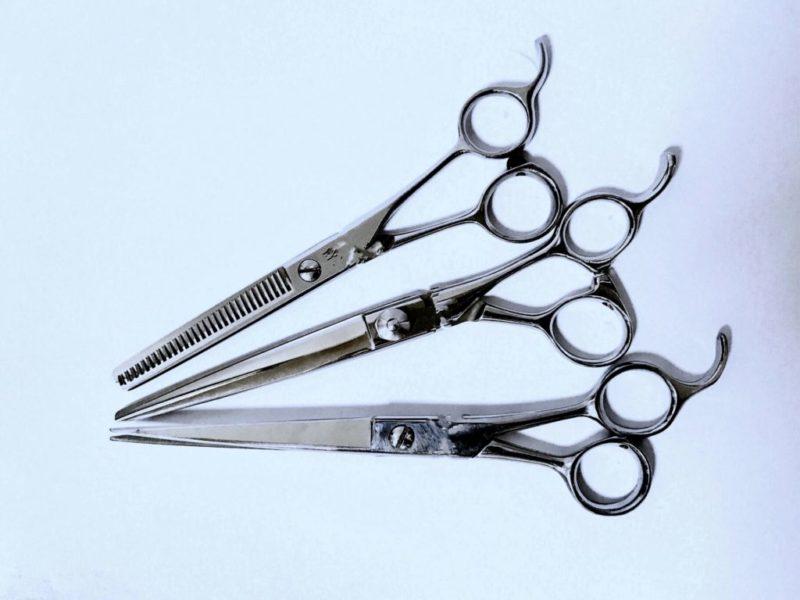 【QandA】髪の毛を梳いて量を減らすと髪の毛は傷みやすくなりますか?【@原宿】